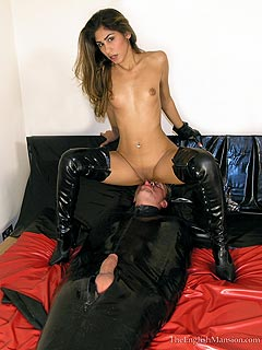 Young facesitting mature dominatrix