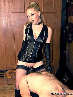 Facesitting dominatrix young blond porn