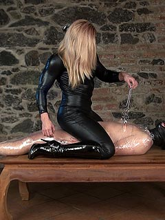 Wet facesitting financial dominatrix