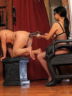 Femdom session extreme double anal fisting